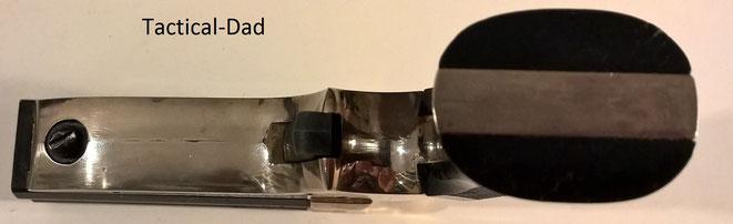 Maverick G100 Schreckschuss Derringer von Perfecta in 6mm Flobert. Der Knopf links ist zum Laden und Zerlegen.