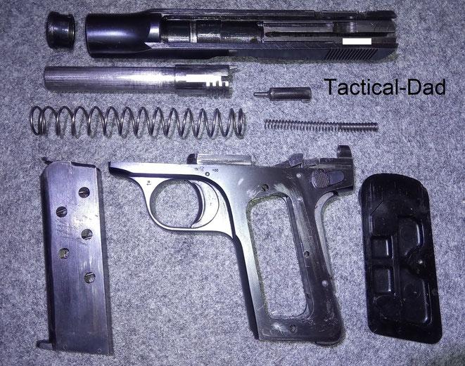 Das von John Moses Brwoning entwickelte Schlagbolzenschloss wird bis heute bei vielen Schreckschusswaffen verwendet. Aus heutiger Sicht bietet es eine viel zu geringe Sicherheit gegen Stürze.