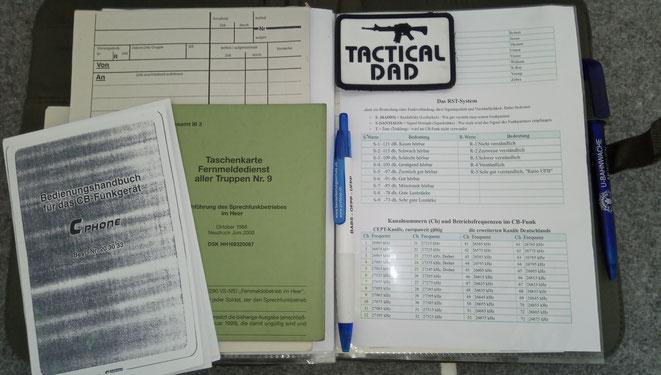 Schreibmappe aus meinem Funkrucksack. Mit Meldeblock, Frequenztabellen, Relaiskarten usw.