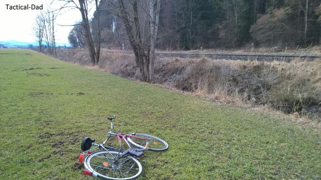 Das auf der Flucht in den Wald zurück gelassenes Fahrrad des Psychiatriepatienten, das er zuvor geklaut hatte