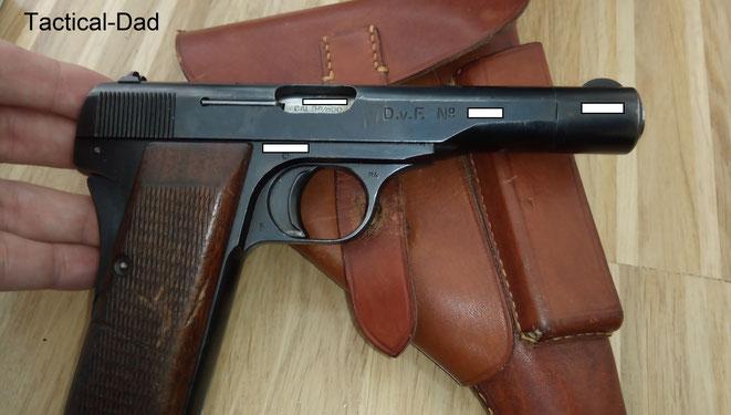 """Europa hat den 2. Weltkrieg hinter sich gelassen, aber die FN1910/22 wird weiter produziert und gekauft. Diese """"Wilhelmina"""" Pistole stammt vom """"Departement van Financien"""" (D.V.F), also dem Niederländischen Zoll."""