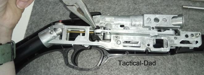 Das Zerlegen / Disassebly der HDS68 ist eigentlich sehr einfach. Erst werden außen alle Schrauben raus gedreht, die obere Gehäusehälfte abgenommen und dann innen alle Schrauben raus gedreht.