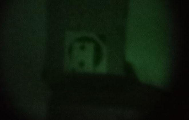 Das hier ist die Zielscheibe durch die Nachtsichtbrille. Das Bild war für mein Auge wesentlich besser als es hier den Anschein hat.