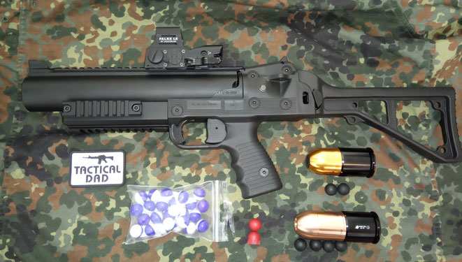 Brügger & Thomet Airsoft Granatwerfer mit der ASG und Madbull XM-PB4 40mm Granate für Gummigeschosse oder Pepperballs.