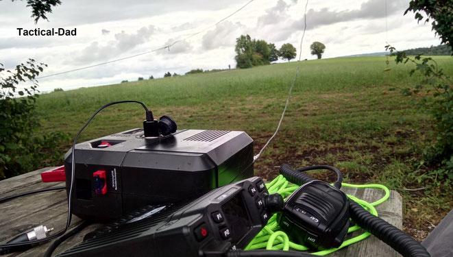 Mein CRT2000H CB-Funkgerät mit Powerstation und Dipol Drahtantenne.