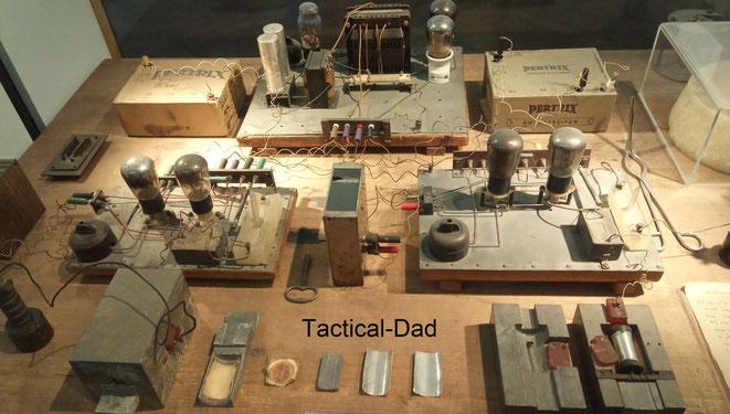 Es begann mit diesem Arbeitstisch, darauf gelang Otto Hahn, Lise Meitner und Fritz Straßmann 1938 zum ersten Mal eine Kernspaltung. Zu sehen im Deutschen Museum.