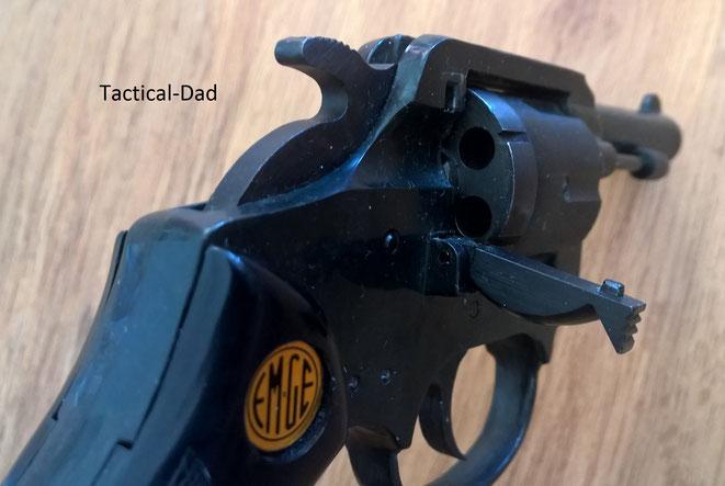 EM-GE 22 GT 6mm Revolver mit aufgeklappter Ladeklappe und fest montiertem Ausstoßer