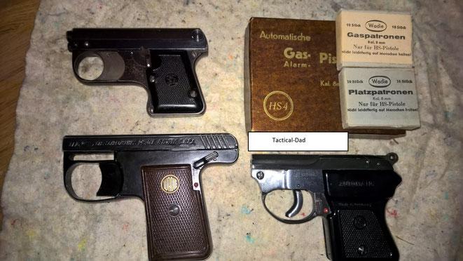 Hier seht ihr alle verschlusslosen Schreckschusswaffen die jemals hergestellt wurden.  Die ASS 33/6 von August Schüler oben, die Wadie Automatik Pistole links und die HS4 rechts.