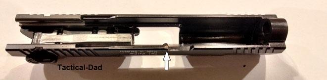 Der Verschluss der Walther P22 Schreckschusspistole ist sehr genau kopiert. Auch er besitzt z.B. die Stahlverstärkung für den Verschlussfang.