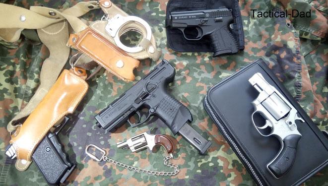 Schreckschusswaffen kann man auf unterschiedlichste Arten unterbringen, für den Alltag eignen sich jedoch fast nur inside-Holster (IWB-Holster), die innerhalb der Hose sitzen.
