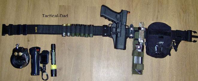 Mein Jagdaufsehergürtel in der alten Konfiguration. Die Glock 17 habe ich schon lange verkauft und durch die wesentlich bessere SFP9-SK ersetzt. Auch das Puma Waidmesser habe ich ersetzt.