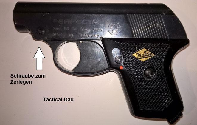 Die Perfecta Pistole ist sehr gut verarbeitet und liegt gut in der Hand.  Die Schraube vorne am Verschluss ist zum Zerlegen.