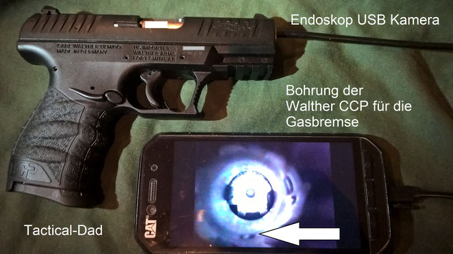 Eine USB Endoskop Kamera ist ein lustiges Spielzeug, wie hier, um die Gasbohrung der Walther CCP zu sehen. Aber auch bei der Suche nach Schmuggelverstecken kann sie nützlich sein.