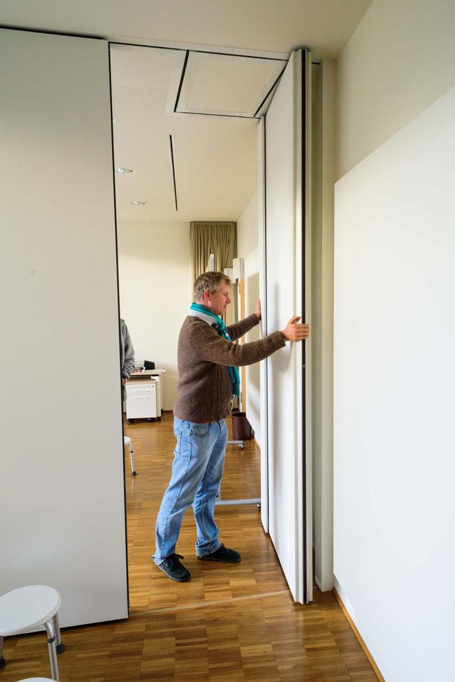 Multifunktionaler Probenraum mit mobiler Trennwand