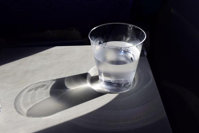 コップ1杯の水イメージ