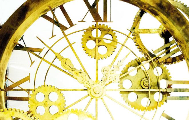 金の時計イメージ