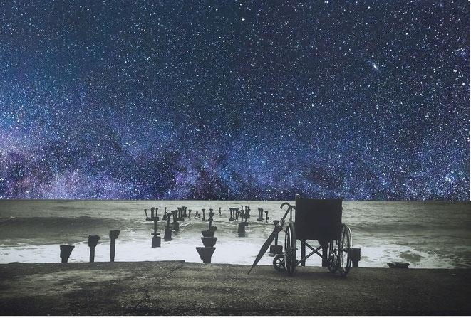 宇宙と車椅子のイメージ