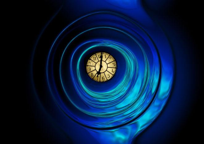 バブルチューブに浮かぶ時計