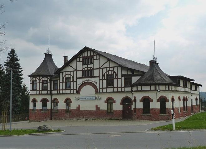 Die Turnvater-Jahn-Halle in Adorf