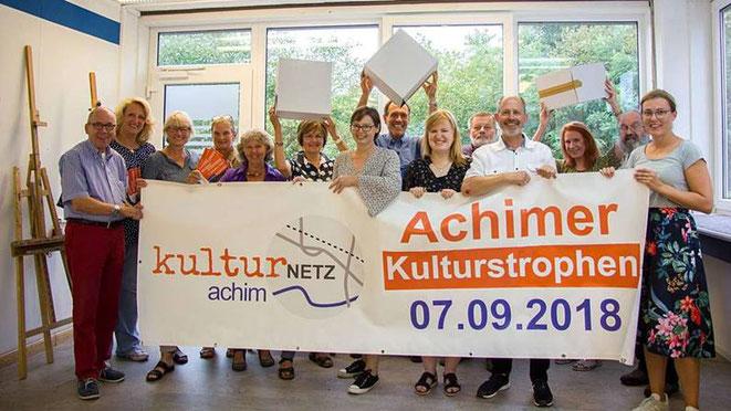 In den Räumen der Kunstschule am Mittelweg in Achim-Baden werben die ehrenamtlichen Initiatoren und beteiligte Kulturschaffende für den dritten Achimer Kulturtag. Foto: Schmidt