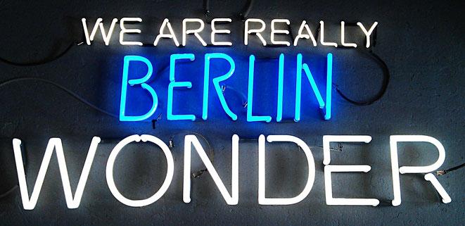 Neon Berlin Buchstaben// Neonjoecks