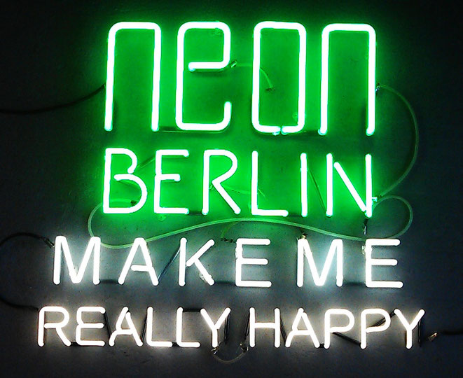 Happy Neon Berlin // Neonglasbläserei Joecks