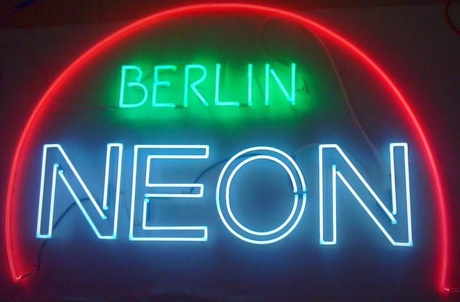 Neonjoecks Berlin// Neonleuchtschrift Neonröhren