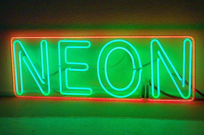 Neonbuchstaben Hersteller // Neon Berlin