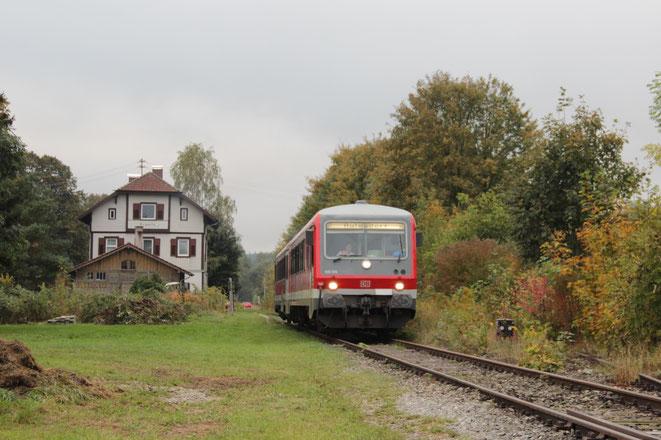 Br 928 555 am 6.10.2013 auf dem Weg nach Aulendorf hier in Burgweiler