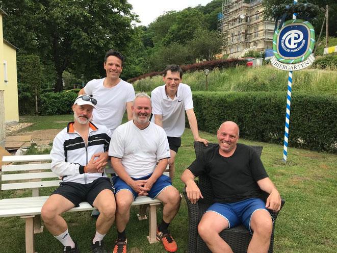 """""""Mission completed"""" – die Aufsteiger v.l.n.r. Bernd Wiltschek, Martin Koller (stehend), Peter Hekele, Alex Kotasek und Desy Leitl"""