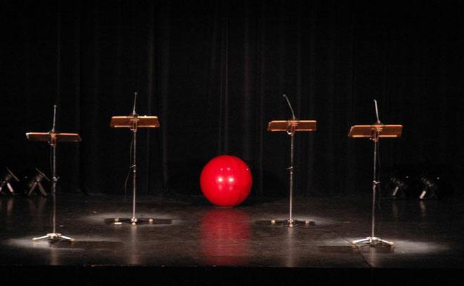 Gruppe Poesie Hannover: über 30 Jahre in wechselnden Besetzungen mit poetischen Performances, Lesungen, Tanz und Musik