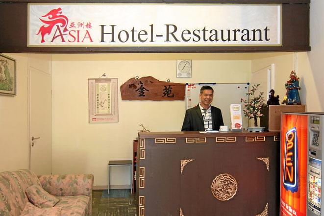 Rezeption vom Hotel Asia. Monteurzimmer in Lörrach in Grenznähe zur Schweiz