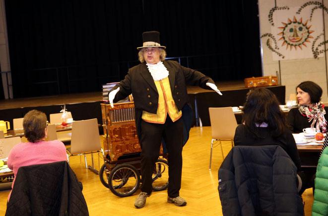 Franz Schwentner entpuppte sich als Kabarettist mit einem feinen und manchmal spitzbübischen Humor