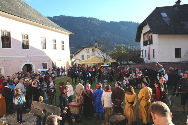 überaus gut besucht war die Eröffnung der Kulturtage im Jordanhof