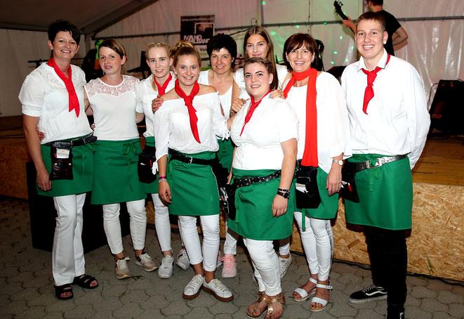 """das """"Ladele"""" - Team mit Chefin Margarethe Brandner schaukelte den Abend in bewährter Weise"""