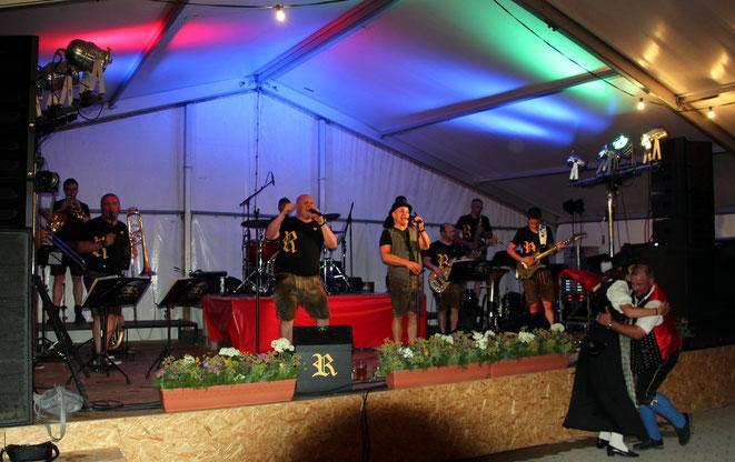 """""""DIE RAINER""""-Kapelle brachte die Stimmung im Zelt zum Siedepunkt"""