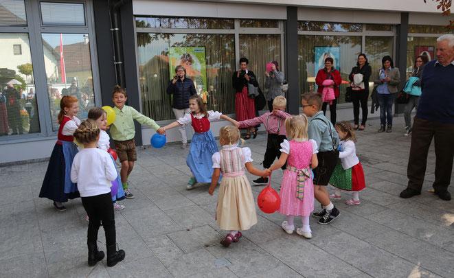 die Kinder-Volkstanzgruppe begeisterte mit ihren Tänzen die Kirchtagsgäste vollends