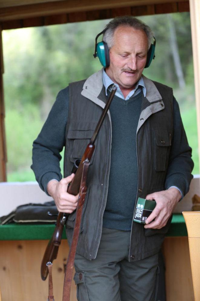 Hegeringleiter Georg Stocker nach zufriedenstellend absolviertem Schusstest