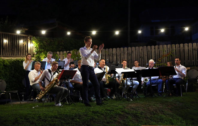 "imponierend der Sound der ""Big BAND"""