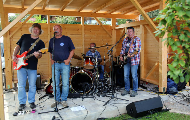 "Westernflair brachte die Country-Rock-Band ""John Deer"""