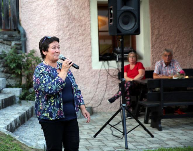 Obfrau Hildegard Guggenberger bei ihrer Begrüßungsrede