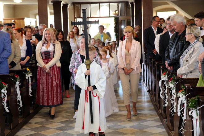 der feierliche Einzug in die Kirche