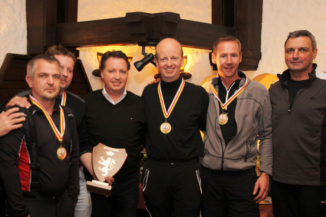 Turniersieger Bürgerkorps Straßburg I mit Bgm. E. Tschabitscher u. Landesobmann G. Kerschbaumer