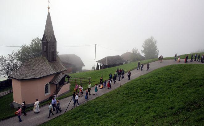 gerade während der Prozession zur Kirche drückte der Nebel herein
