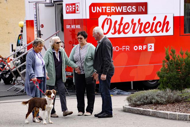 auch die älteste Gemeindebürgerin, Fr. Gundula Holbrook - im 104. Lebensjahr - machte der ORF-Sendung ihre Aufwartung - warum kein Interview ?