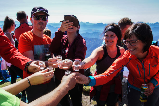 "ein Gipfelschnapserl gehört einfach dazu - Foto - Jo ""Hopfi""Hopfgartner"