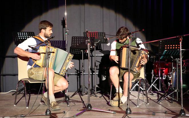Andreas u. Fabian Brandner begeisterten mit ihren Harmonikünsten