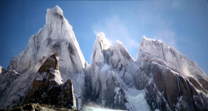 die mit Eis und Schnee überzogenen Granitnadeln in Patagonien