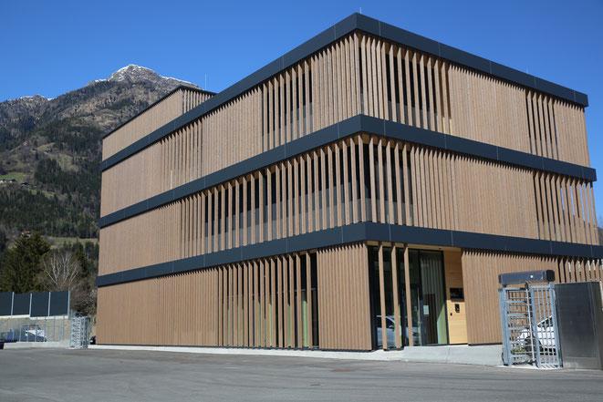 ein echter Hingucker ist diese moderne Bürogebäude