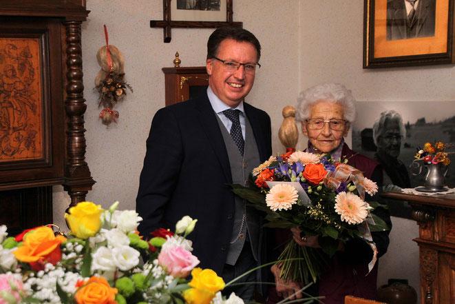 Bgm Ewald Tschabitscher gratuliert